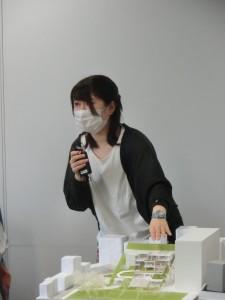 写真10 審査委員の質問に答える大谷彩夏君