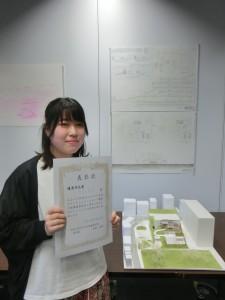写真17 優秀作品を受賞した「とけこんで、なじむ」の作者:大谷彩夏君