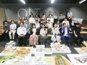 写真20 2020年度グランドジュリー最優秀賞作品・優秀作品受賞者と出展者および審査委員と設計計画系専任教員